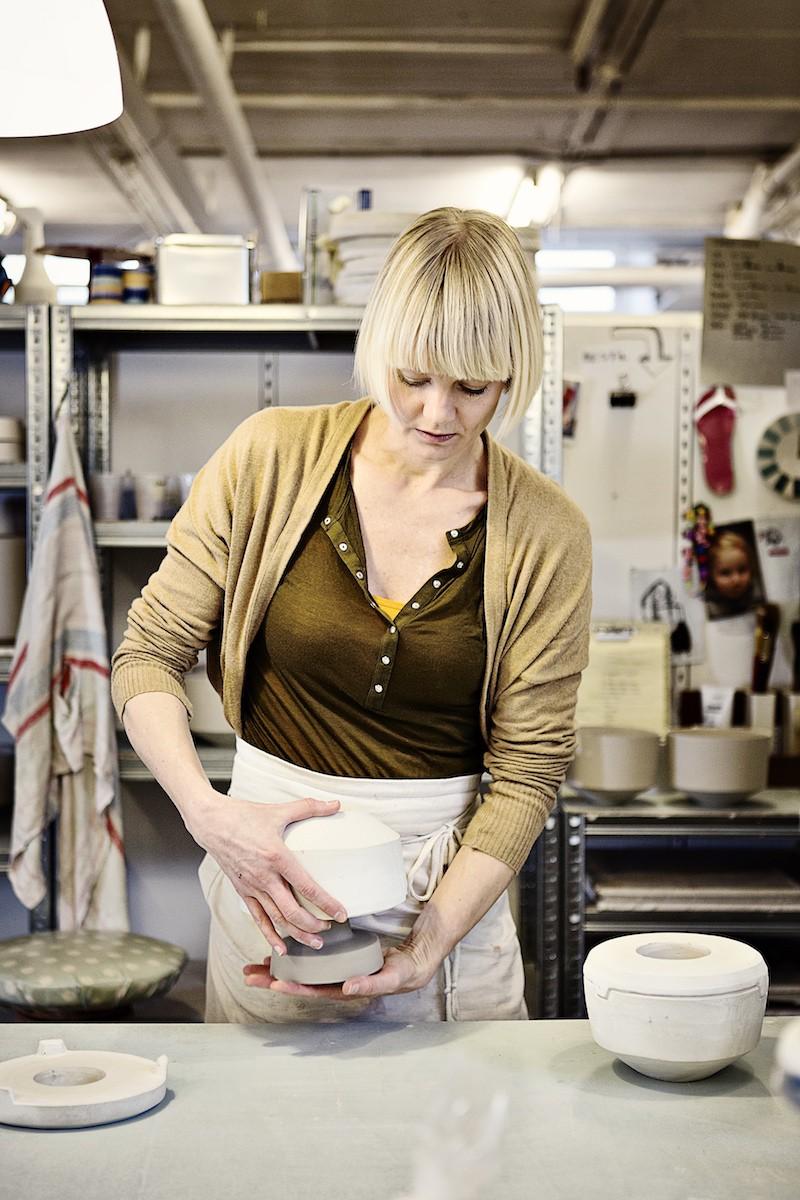 Tina Marie Bentsen er keramiker fra Vissenbjerg/Odense, som skal være med på kunsthåndværkermarkedet på Brandts Klædefabrik i maj.