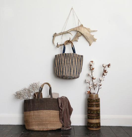 hand-woven-jute-tote-bag-styled-3_a113a1d2-e08b-47e2-ab8e-5ab1a5646dd0_grande